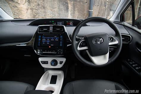 2016 Toyota Prius I-tech Review (video)