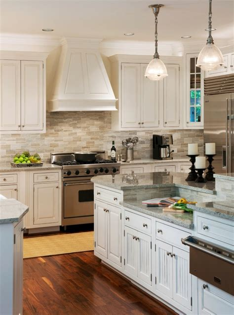 cuisines blanches et bois cuisine blanche et inox idées et astuces en 90 photos