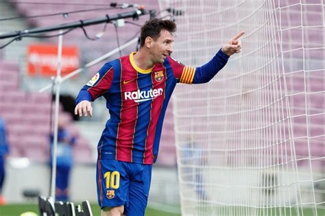 Lionel Messi starts as Barcelona go big against Rayo ...