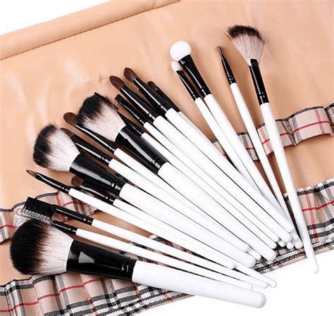 5 базовых кисточек для повседневного макияжа