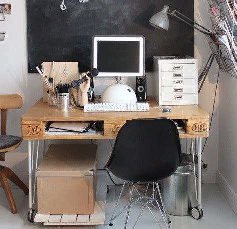bureau en palette de bois faire un bureau en bois de palette des modèles