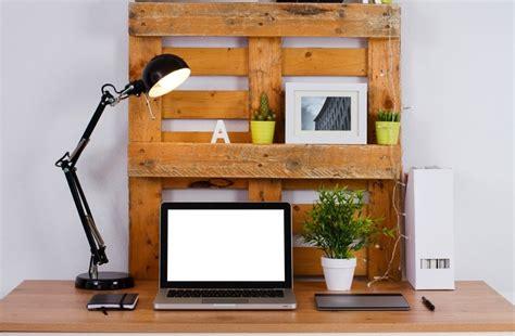 fabriquer un bureau en palette bureau en palettes 18 idées le bureau tendance et