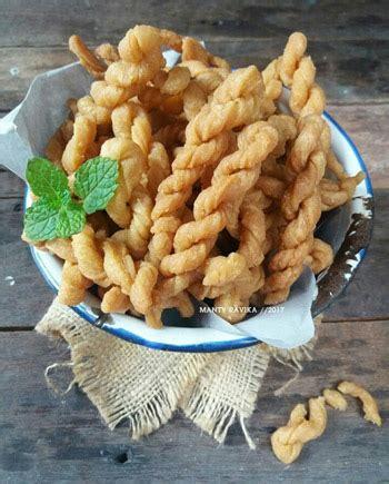 Kue untir untir merupakan makanan ringan jaman dulu berbahan dasar tepung terigu yang digoreng dengan cita rasa manis dan gurih. Aneka Kue Kering Lezat Yang Pas Disajikan Pas Lebaran - Blog Unik
