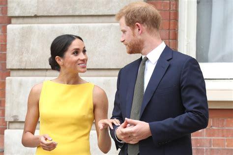 prince harry refused  hold meghan markles hand