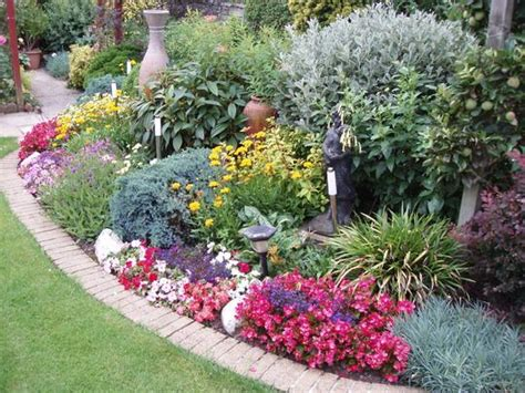 best border plants 17 best images about backyard landscaping plants on