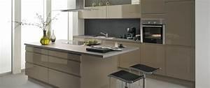 cuisine equipee avior gris beige idee de decoration aviva With idee deco cuisine avec modà le de cuisine Équipée