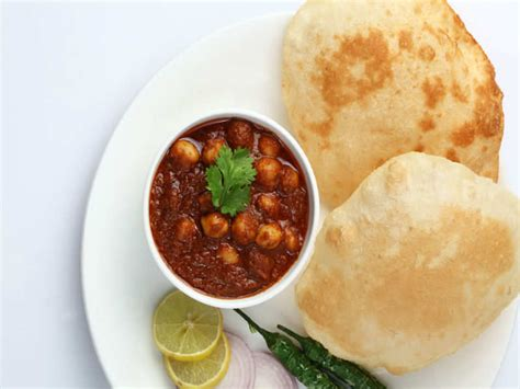 This chole bhature recipie is my take on a chickpea curry with indian bread. Chole Bhature Lucknow Food - Lucknow Food - Indian Food ...