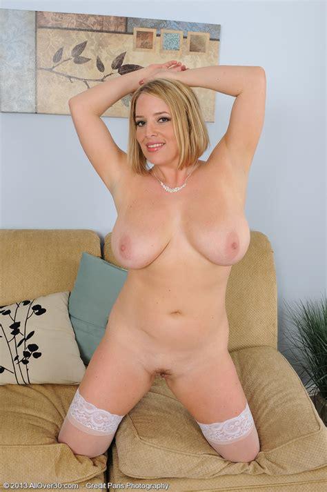 Sexy Blonde MILF Maggie G Flaunt Her Bosoms MILF Fox