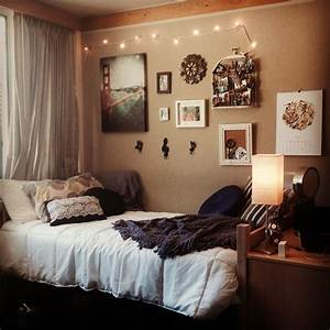Dorm room from university of california santa barbara for Simple room decoration ideas for t