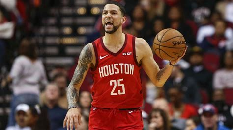 But in this article, we are not going to talk about any of the two basketball moguls. Austin Rivers abandona a los Houston Rockets en Orlando