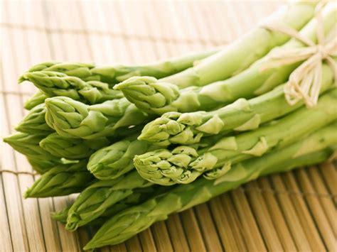 comment cuisiner les asperges vertes asperges vertes ou violettes lesquelles choisir