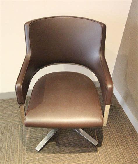 garniture de bureau en cuir fauteuil gondole a dossier bandeau a garniture en cuir