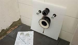 Wand Wc Montage : bad renovieren schritt 9 wc montage selber machen heimwerkermagazin ~ Watch28wear.com Haus und Dekorationen