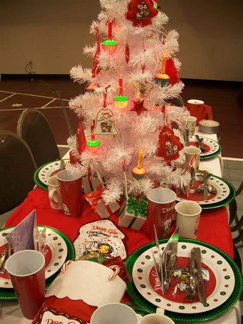 cute and funny mini pine christmas table centerpieces with