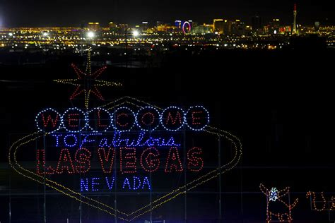 Speedway Las Vegas Lights by Las Vegas Lights Up For The Holidays Photos Las Vegas