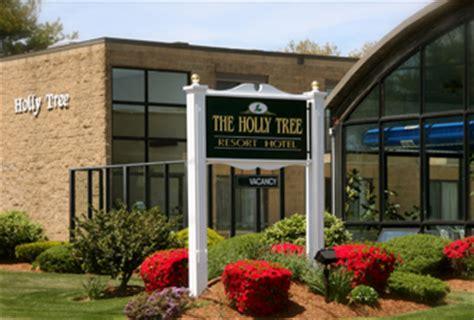 Tug  Holly Tree Resort Hotel