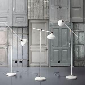 Lampadaire Salon Pas Cher : lampadaire design optez pour une lampe de salon moderne ~ Teatrodelosmanantiales.com Idées de Décoration