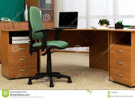 bureau modern bureau op modern kantoor royalty vrije stock foto 39 s