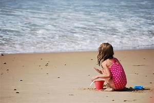 FDA Warns Parents Not To Use Spray Sunscreen On Kids