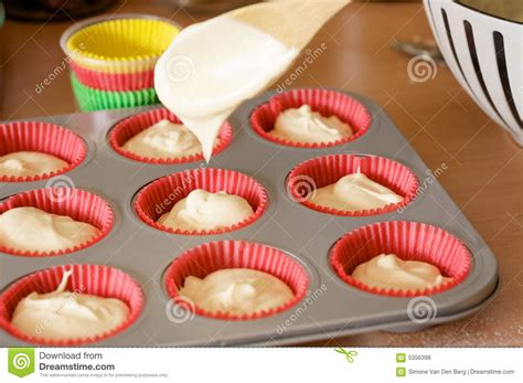 baking time for cupcakes baking cupcakes royalty free stock photos image 5356398