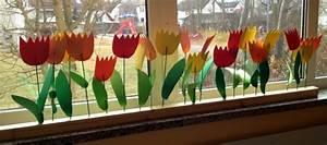 Blumen Basteln Fensterdeko : tulpen basteln 26 interessante modelle ~ Markanthonyermac.com Haus und Dekorationen