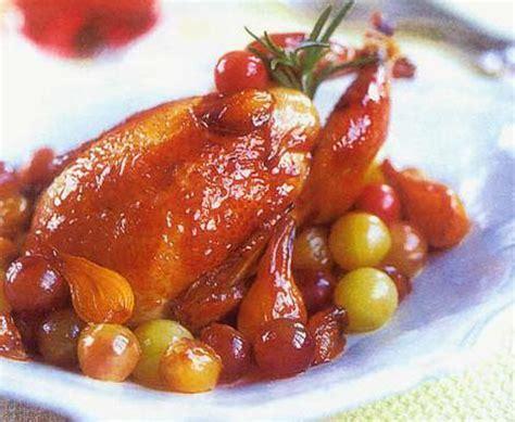 cuisiner pigeon recette pigeons aux oignons et raisins frais