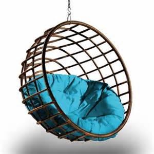 Swinging Hammock Chairs by 33 Awesome Outdoor Hanging Chairs Digsdigs