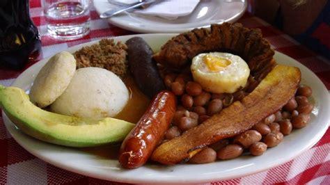 combiné cuisine best of colombia food bandeja paisa bonvoyageurs