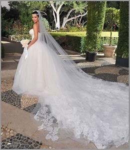 Be jaan fashion blog kim kardashian39s wedding gowns dress for Kim kardashian s wedding dress