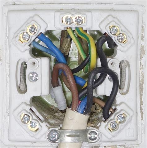e herd standgerät ist ein herdanschlu 223 mit 2x 1 phase angeschlossen wie an 2 phasen sicher mikrocontroller net