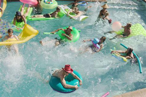 10 Classic Swimming Pool Games