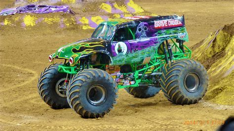 monster trucks youtube grave digger imi s combat guard the world s ultimate 4x4 gt engineering com