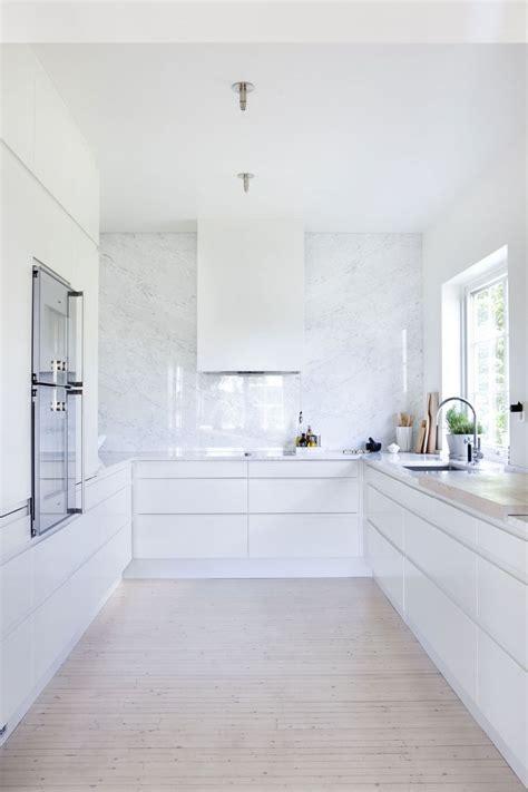 kitchens with hardwood floors 20 best small minimalist kitchen design ideas images on 6626