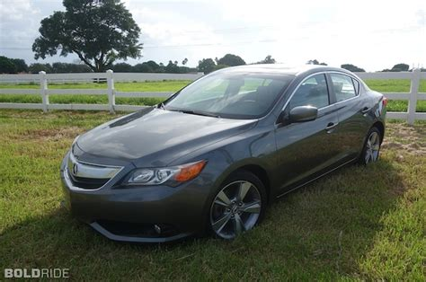 2013 Acura Ilx Reviews by 2013 Acura Ilx Review Upscale Commuter Defined