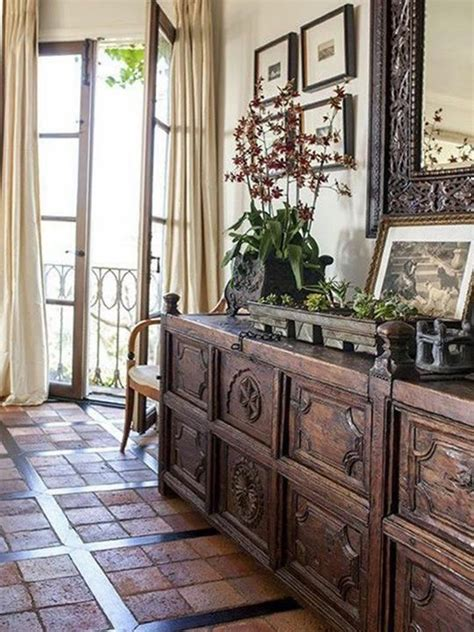 Colonial Style Homes Interior by 25 Best Ideas About Colonial On