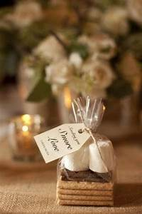 42 wedding favors your guests will actually want 2174415 for Wedding favors for guests
