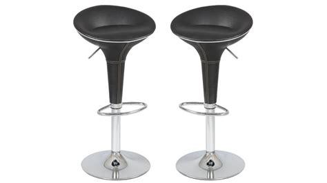 sieges de bar tabouret de bar design en simili cuir noir tabouret