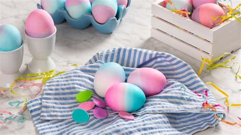 decorate  easter egg  cracking