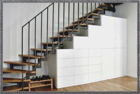 Einbauschrank Unter Der Treppe by Stauraum Unter Der Treppe Schr 228 Nke Einbauen Avec Offene