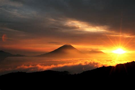 Taiwan's First Sunrise Of 2016 In Kenting And Taitung