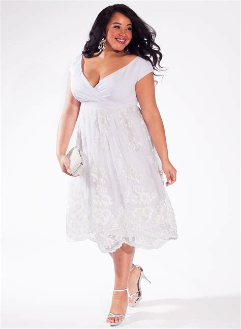 20 Modern Plus Size Wedding Dresses - MagMent