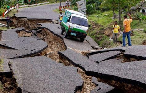 Nah, untuk gempa bumi yang diakibatkan oleh pergeseran lempeng ini disebut gempa tektonik. Jenis-Jenis Gempa Bumi Beserta GambarLENGKAP