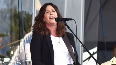 Alanis Morissette announces 'Jagged Little Pill' 25th ...