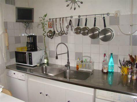 carrelage blanc cuisine cuisine photo 1 3 plan en inox avec carrelage blanc et