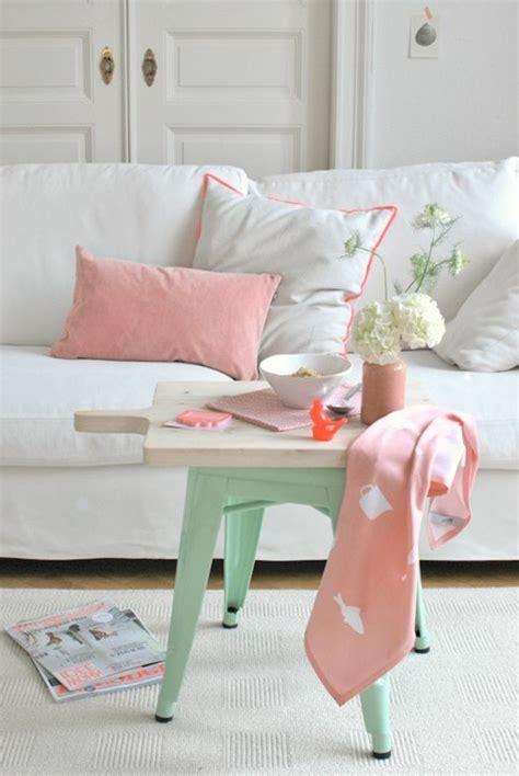salon canapé blanc la couleur saumon les tendances chez les couleurs d