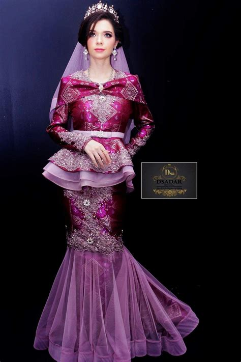 See more of pakaian couple online on facebook. Pin by Pokok Hijau on Songket Fashion   Formal dresses long, Eid dresses, Dresses