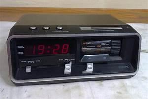 Radio Reveil Vintage : radio r veil 90as162 philips ~ Teatrodelosmanantiales.com Idées de Décoration