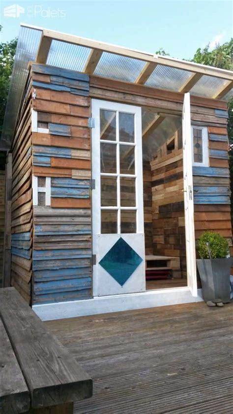 pallet summer house  pallets