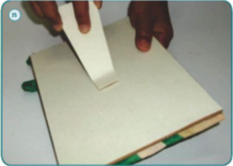 kerajinan tangan membuat undangan  limbah kulit jagung