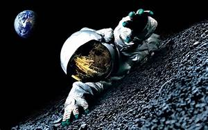 Astronaut on Moon | Cool Wallpapers